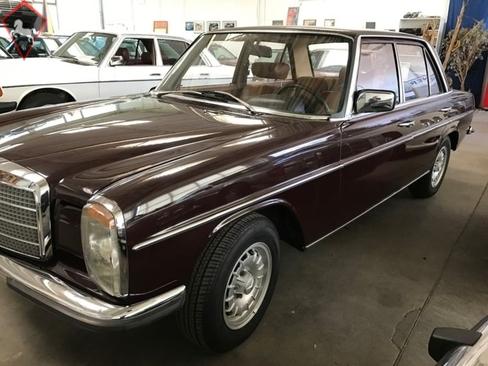 Mercedes-Benz 200 w115 1974