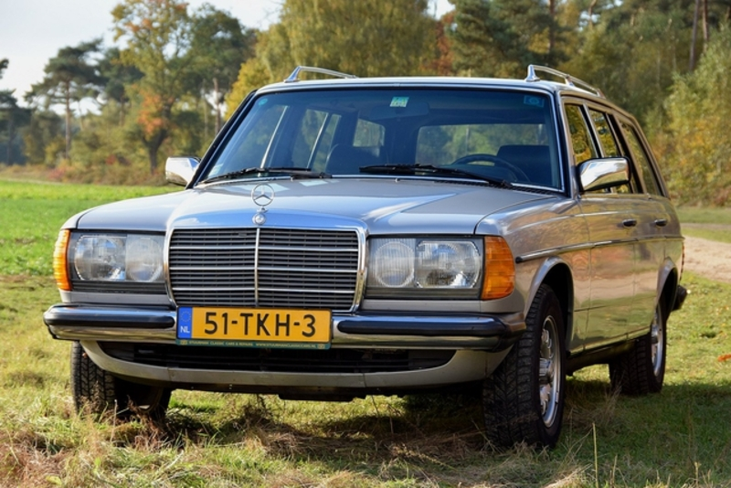 1982 Mercedes Benz 200 W123 Is Listed For Sale On Classicdigest In