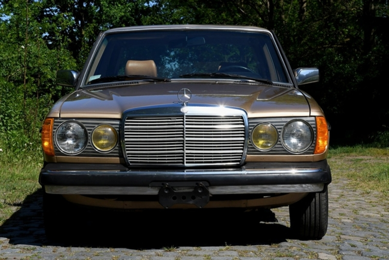 1984 Mercedes Benz 300d W123 Is Listed For Sale On Classicdigest In