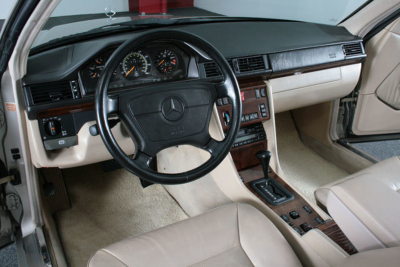 1995 mercedes benz 320 w124 is listed for sale on. Black Bedroom Furniture Sets. Home Design Ideas