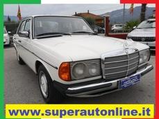 Mercedes-Benz 200 w123 1979