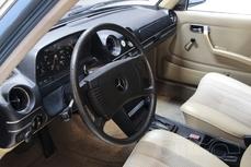Mercedes-Benz 200 w123 1976