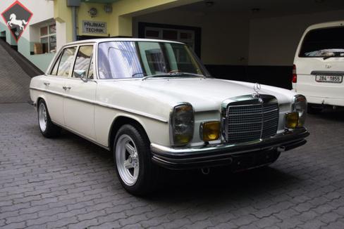 Mercedes-Benz 280 w114 1973